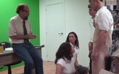 Alumnas españolas folladas por sus alumnos y el profesor durante una clase