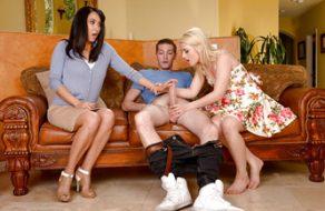Hija muy cerda hace un trío con su chico y la novia de su padre