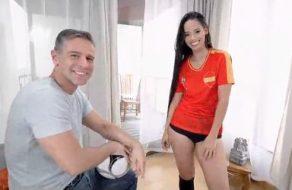 Aficionada al fútbol folla por dinero con la camiseta de españa
