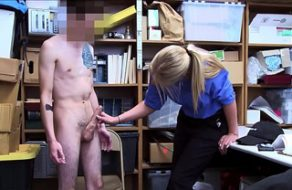 Zorra de seguridad le pide que la penetre a cambio de dejarle ir después de robar