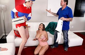 Madura de grandes tetas le hace una donación a un jovencito con su cuerpo de puta