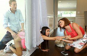 Follandose a su hija en frente de su esposa sin que la pendeja se dé cuenta