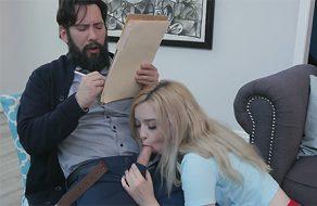 Adolescente pervertida seduciendo a su psiquiatra hasta follarlo ¡es una viciosa!