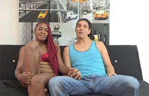 Negrita española es una buena guarra y folla con su novio mientras les graban