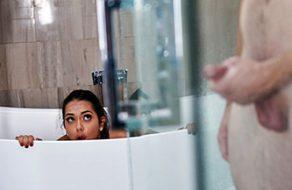 Esperanza Del Horno follada por su padre en el baño del hotel