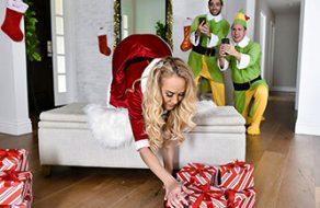 Brandi Love folla con sus hijastros en Navidad
