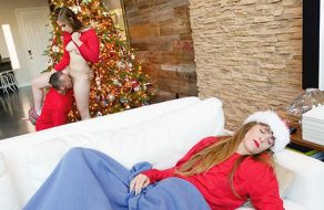 Su hija se lo folla como regalo especial de Navidad