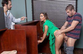 Abigail Mac compra follando el voto en las elecciones