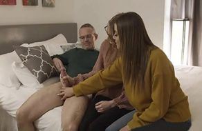 Havana Bleu introduce a su hija en el sexo follando con su padre
