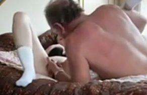 Hija, tu viejo padre necesita un poco de sexo