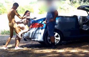 Gordita española folla en un descampado con voyeur pajeándose