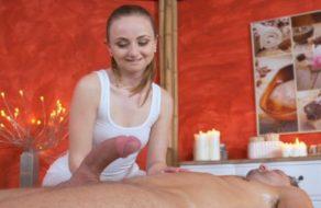 Masajista alucina con la polla del cliente y se lo folla