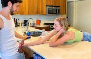 Novia infiel se folla al compañero de piso de su novio