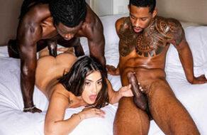 La española Penelope Cum follada por dos negros