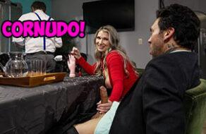 Emily Rights cornea a su marido follándose a su invitado